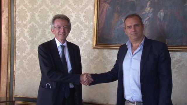 A Napoli passaggio di consegne, Manfredi subentra a De Magistris