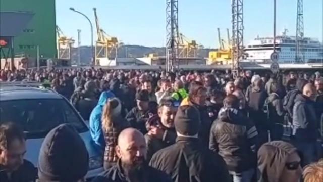 Green pass, a Trieste protestano i portuali